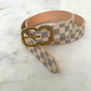 Louis Vuitton womens belt new with defects 75/30